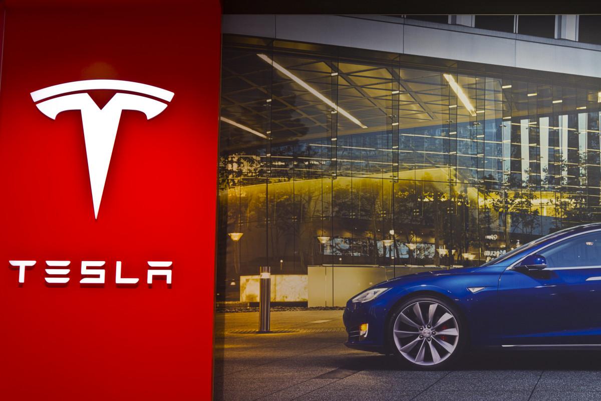 Tesla inbreuken veiligheid tent