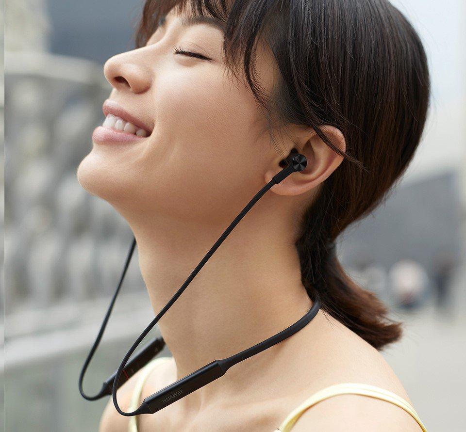 Met de draadloze FreeLace in-ears herschrijft Huawei de regels nog meer