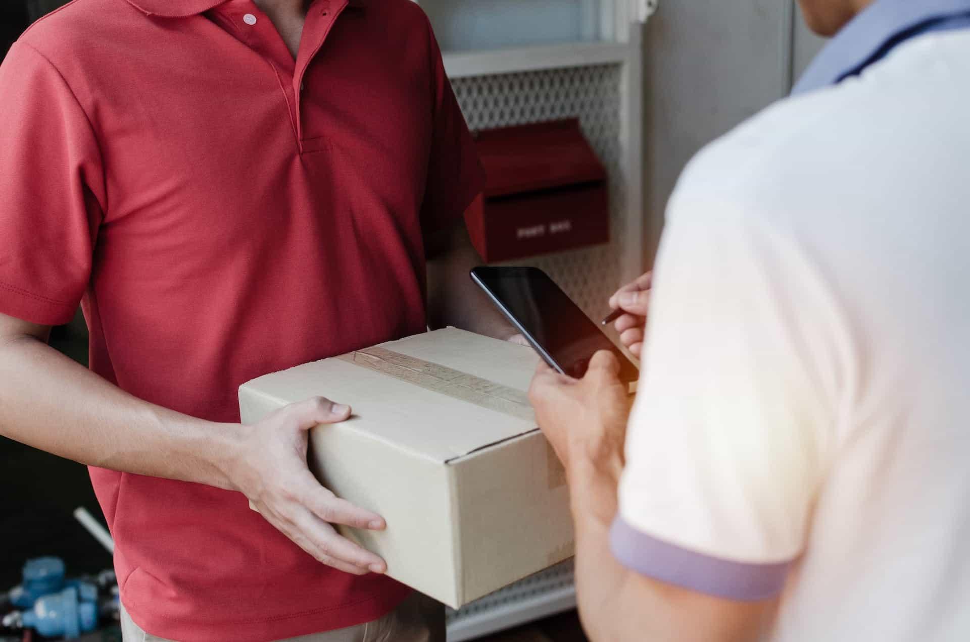postbode met pakketje