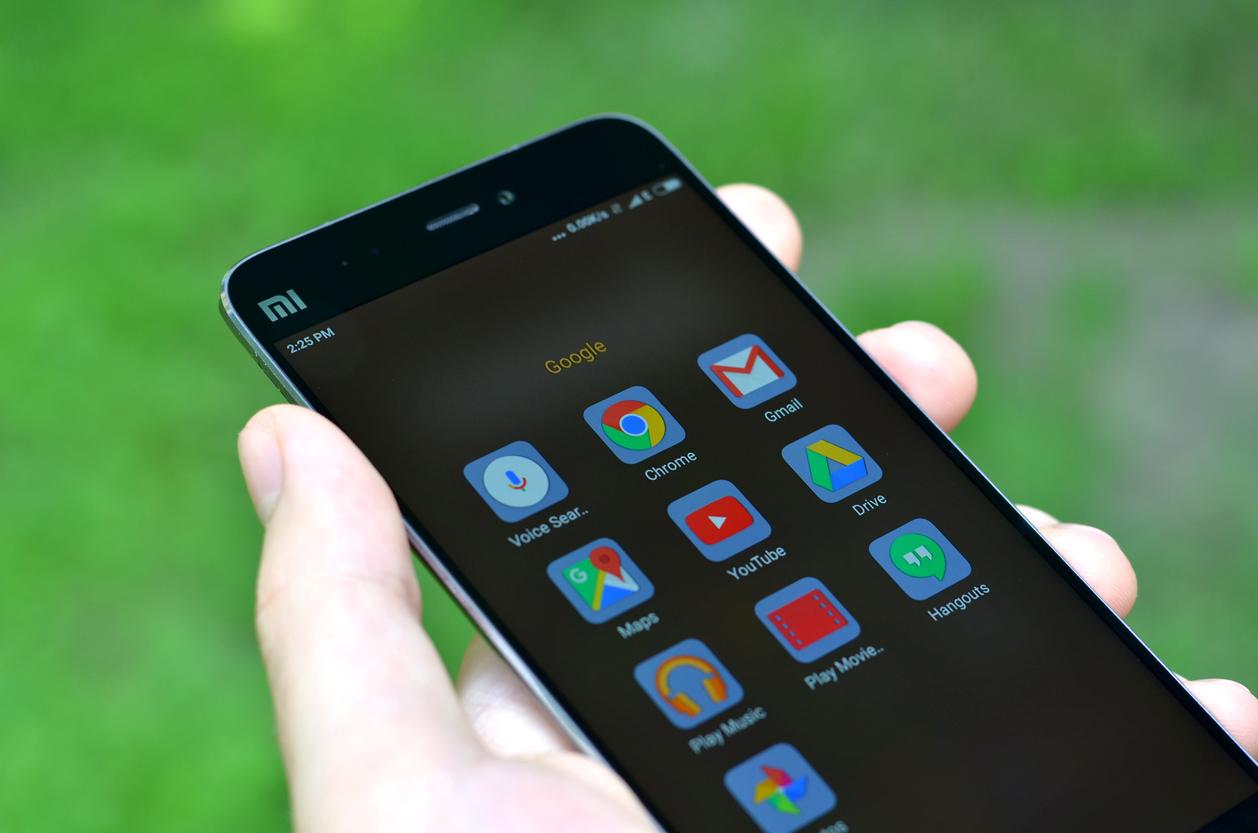 Staatsveiligheid waarschuwt voor 'spionage' door Chinese smartphones